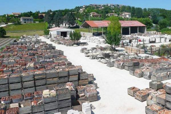 bh matériaux anciens à Lauzerte